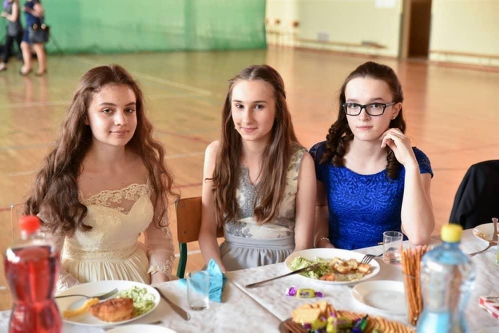 61749cd0c2 Komers klas III gimnazjum - Szkoła Podstawowa w Gorzycach Wielkich